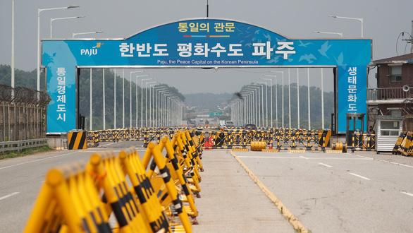 Triều Tiên siết chống dịch chưa từng có trước nguy cơ ca COVID-19 đầu tiên - Ảnh 1.