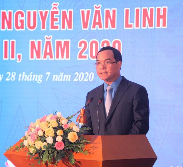 10 cán bộ công đoàn xuất sắc được tặng Giải thưởng Nguyễn Văn Linh - Ảnh 2.