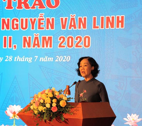 10 cán bộ công đoàn xuất sắc được tặng Giải thưởng Nguyễn Văn Linh - Ảnh 3.