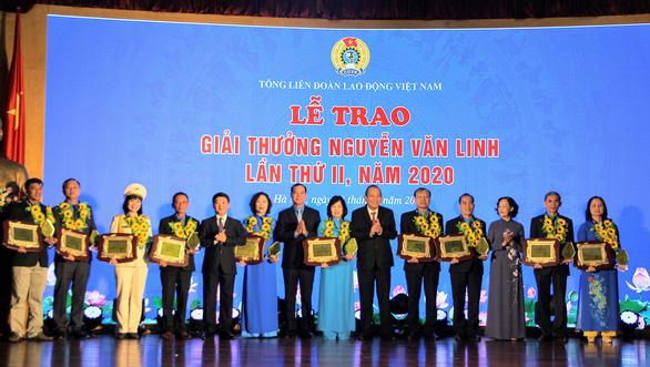 10 cán bộ công đoàn xuất sắc được tặng Giải thưởng Nguyễn Văn Linh - Ảnh 1.