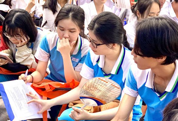 ĐH Luật TP.HCM, Y khoa Phạm Ngọc Thạch, Tài chính - marketing... công bố điểm sàn - Ảnh 1.
