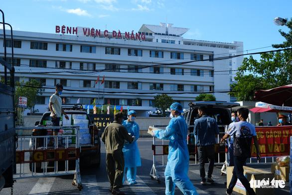 Tiếp tế 100.000 khẩu trang cho 3 bệnh viện Đà Nẵng bị phong tỏa - Ảnh 2.