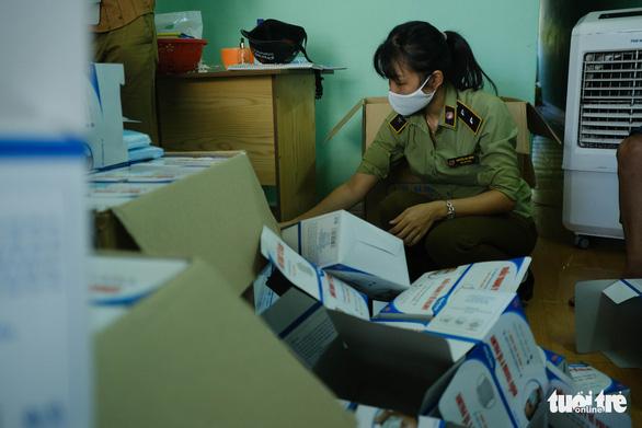 Đà Nẵng tạm giữ 21.000 khẩu trang y tế không hóa đơn chứng từ - Ảnh 3.