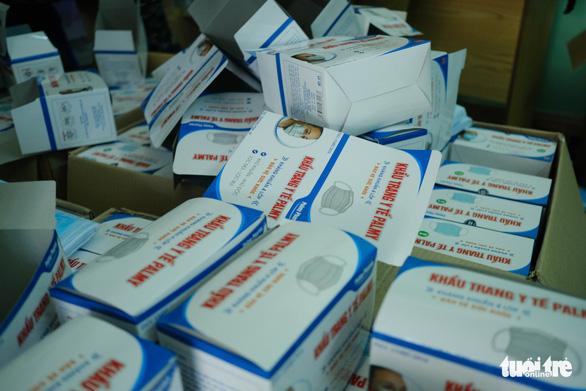 Đà Nẵng tạm giữ 21.000 khẩu trang y tế không hóa đơn chứng từ - Ảnh 4.