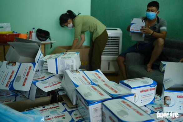 Đà Nẵng tạm giữ 21.000 khẩu trang y tế không hóa đơn chứng từ - Ảnh 1.