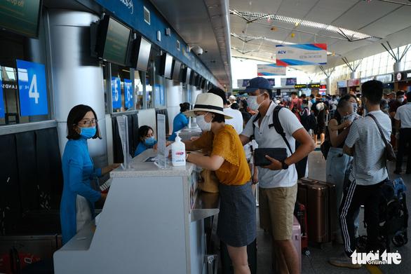Còn 314 khách kẹt tại Đà Nẵng, khách sạn giảm tiền phòng - Ảnh 1.