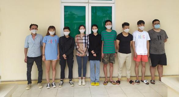 2 phụ nữ Việt đưa 9 người Trung Quốc nhập cảnh trái phép - Ảnh 2.