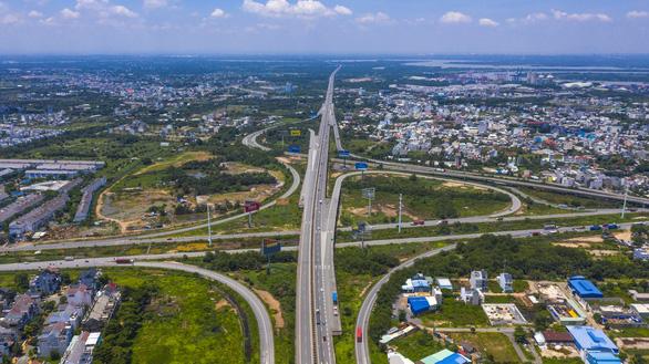 PGS.TS Trần Hoàng Ngân: Giao thông thiếu kết nối làm đội chi phí logistics - Ảnh 1.
