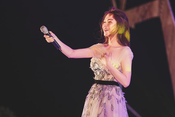 Hòa Minzy thừa nhận bất cẩn khi chia sẻ phát ngôn giả mạo Phó thủ tướng - Ảnh 3.