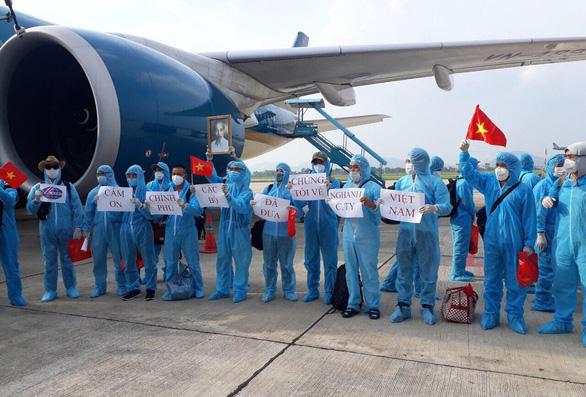219 công dân từ Guinea Xích Đạo đã về đến khu cách ly - Ảnh 4.