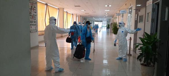 Việt Nam 7 bệnh nhân COVID-19 mới, 0h đêm 19-8 Hà Nội giãn cách tại quán bia, cà phê - Ảnh 1.