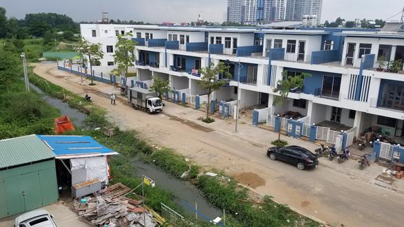 Vụ dân phản ảnh dự án xây dựng lấn rạch, chủ đầu tư hứa hoàn trả hiện trạng - Ảnh 1.