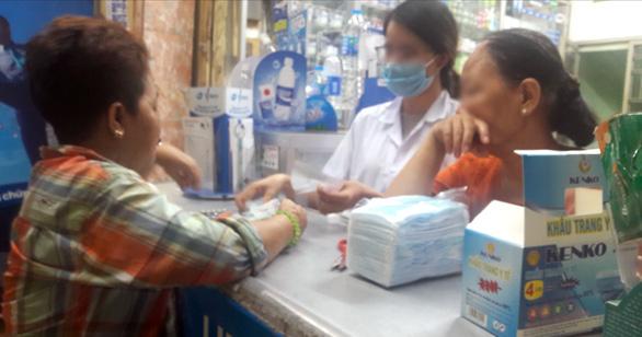 Giá khẩu trang, nước rửa tay: trên mạng nhộn nhạo, siêu thị bình ổn