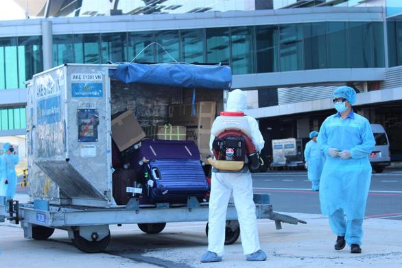 Nha Trang tiếp tục đón khách du lịch đồng thời với chống dịch - Ảnh 2.
