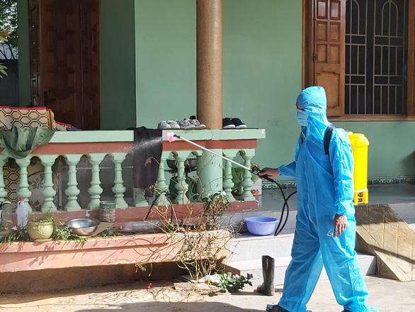 Đắk Lắk: phong tỏa khoa truyền nhiễm, cách ly gần 100 người - Ảnh 2.
