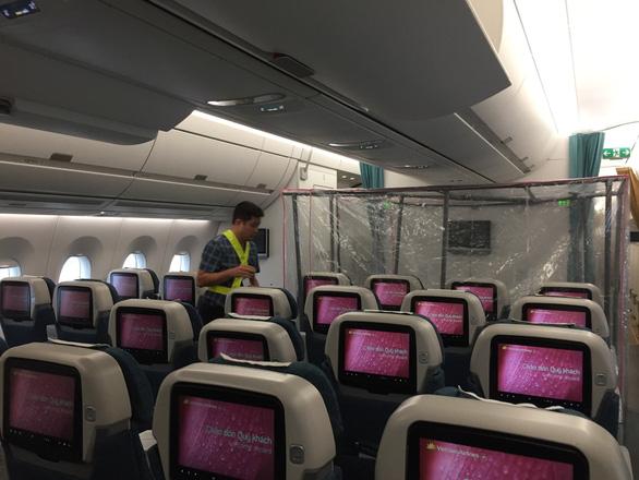 Buồng áp lực dương lọc virus trên chuyến bay đến Guinea Xích đạo - Ảnh 2.