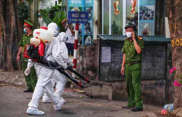 Hà Nội phong tỏa ngõ 466 phố Hoàng Hoa Thám nơi có người nghi nhiễm COVID-19 - Ảnh 3.