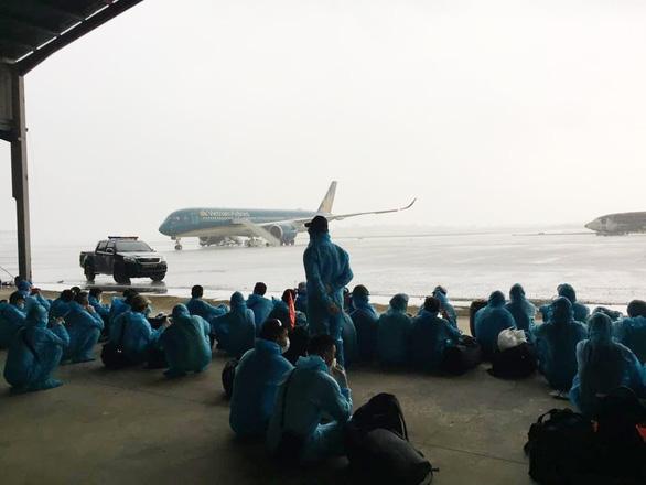 219 công dân từ Guinea Xích Đạo đã về đến khu cách ly - Ảnh 6.