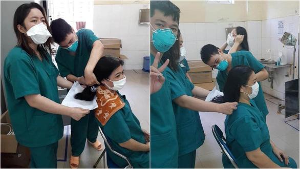 Các nữ bác sĩ ở Đà Nẵng cắt ngắn tóc để lên tuyến đầu COVID-19 - Ảnh 1.