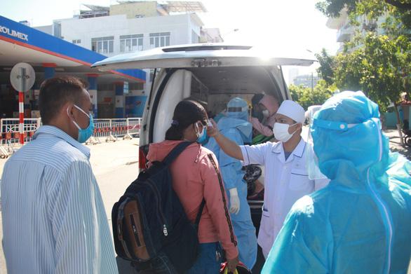 Đã chuyển hết người nhà bệnh nhân ra khỏi Bệnh viện Đà Nẵng - Ảnh 2.