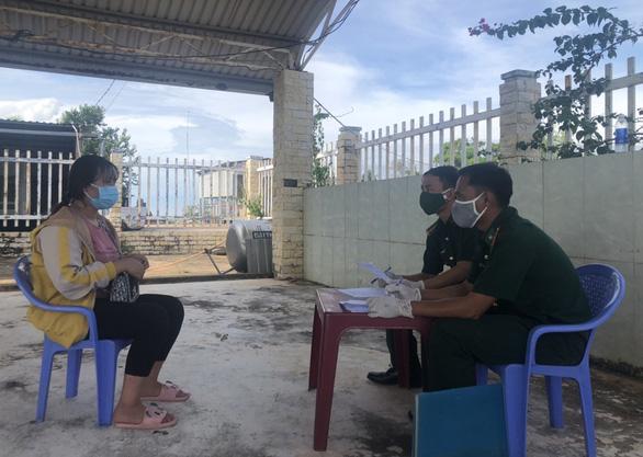 2 người từ Campuchia thuê tàu cá chở về Phú Quốc trốn cách ly giá 3 triệu đồng - Ảnh 1.