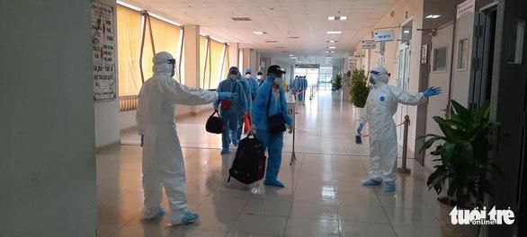 219 công dân từ Guinea Xích Đạo đã về đến khu cách ly - Ảnh 1.