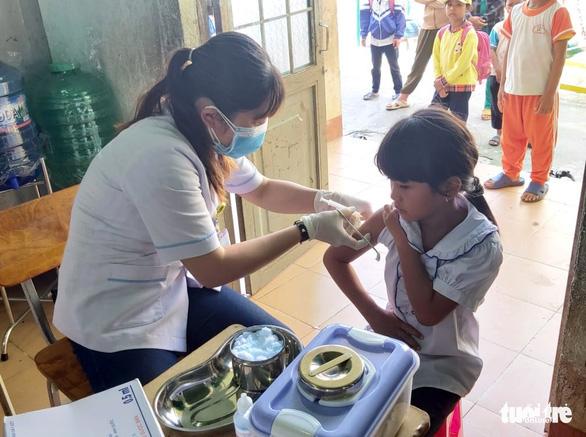 TP.HCM: Trên 90% trẻ 7 tuổi phải tiêm bổ sung vắcxin uốn ván - bạch hầu giảm liều - Ảnh 1.