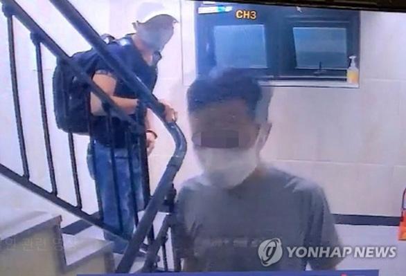3 người Việt đu dây trốn khỏi khu cách ly ở Hàn Quốc đã bị bắt lại - Ảnh 1.