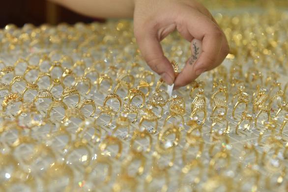 Giá vàng SJC tăng nhẹ, chênh lệch trong nước - thế giới 2,78 triệu đồng/lượng - Ảnh 1.