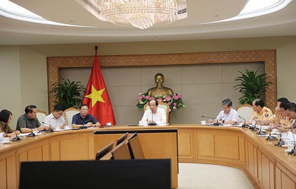 Nộp thuế trước bạ, thí điểm đăng ký xe trực tuyến từ 15-8 tại Hà Nội, TP.HCM - Ảnh 1.