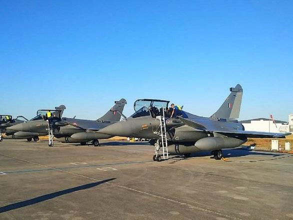 Lấy về 5 trong 36 chiếc Rafale đặt mua, Ấn Độ nhắn nhe ngay với Trung Quốc - Ảnh 1.