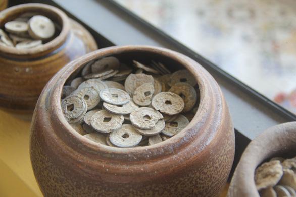 Hàng nghìn món đồ xưa, cổ vật phủ kín ngôi nhà 2 tầng ở Cần Thơ - Ảnh 7.