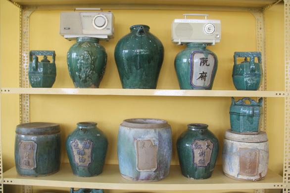 Hàng nghìn món đồ xưa, cổ vật phủ kín ngôi nhà 2 tầng ở Cần Thơ - Ảnh 8.