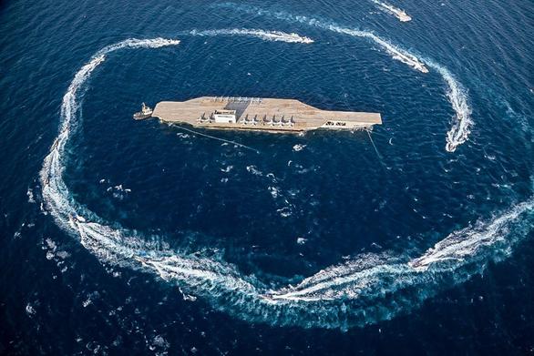Iran dùng chiến thuật bầy sói hạ gục tàu sân bay Mỹ dễ như bỡn - Ảnh 1.