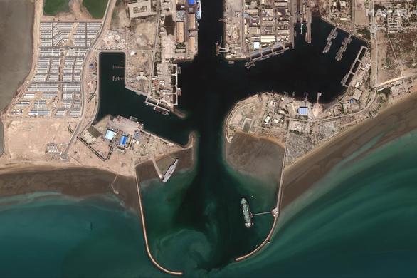Iran dùng chiến thuật bầy sói hạ gục tàu sân bay Mỹ dễ như bỡn - Ảnh 8.