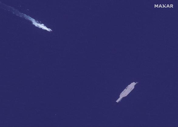 Iran dùng chiến thuật bầy sói hạ gục tàu sân bay Mỹ dễ như bỡn - Ảnh 2.