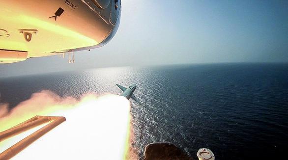 Iran dùng chiến thuật bầy sói hạ gục tàu sân bay Mỹ dễ như bỡn - Ảnh 3.