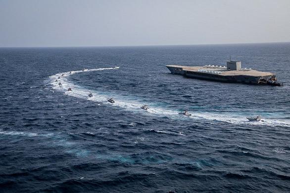 Iran dùng chiến thuật bầy sói hạ gục tàu sân bay Mỹ dễ như bỡn - Ảnh 5.