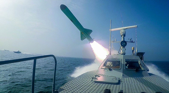 Iran dùng chiến thuật bầy sói hạ gục tàu sân bay Mỹ dễ như bỡn - Ảnh 4.
