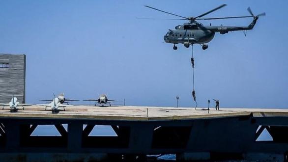 Iran dùng chiến thuật bầy sói hạ gục tàu sân bay Mỹ dễ như bỡn - Ảnh 6.