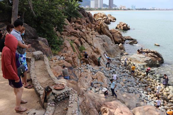 Bộ yêu cầu không xây dãy công trình sát bờ biển ở Ghềnh Ráng - Ảnh 1.