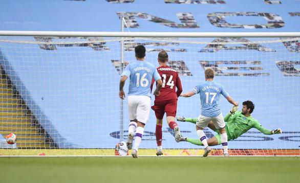 Mắc nhiều sai lầm, Liverpool bị Man City vùi dập 4 bàn không gỡ - Ảnh 2.