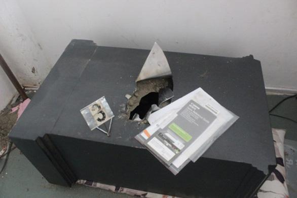 Bị bắt vì cạy két sắt văn phòng công chứng lấy 3,7 tỉ đồng, lại 'lòi' thêm vụ trộm tiền tỉ - Ảnh 3.