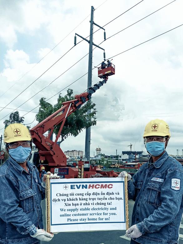 Hỗ trợ hơn 812 tỷ đồng cho khách hàng sử dụng điện tại TP.HCM - Ảnh 1.