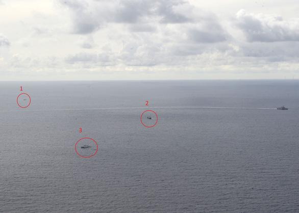 Tàu chiến Mỹ, tàu kiểm ngư Việt Nam, tàu Hải Dương 4 xuất hiện gần nhau ở Biển Đông - Ảnh 3.