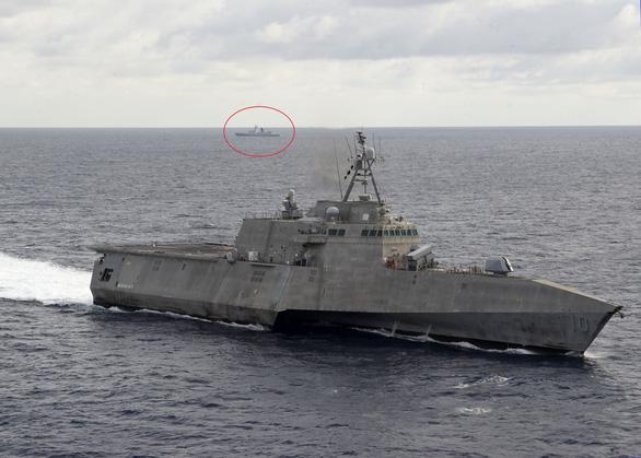 Tàu chiến Mỹ, tàu kiểm ngư Việt Nam, tàu Hải Dương 4 xuất hiện gần nhau ở Biển Đông - Ảnh 5.