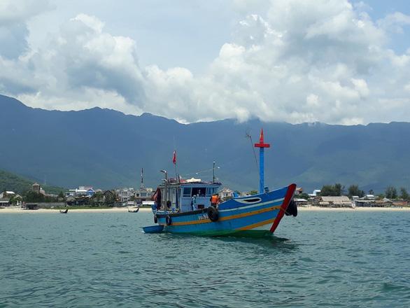 9 người dân đi thuyền đánh cá từ Đà Nẵng ra Huế để trốn cách ly - Ảnh 1.