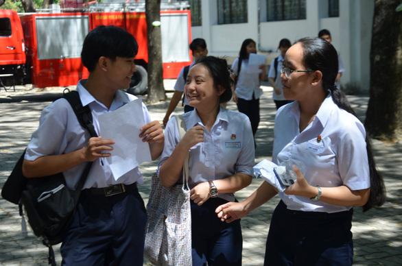 Thi lớp 10 tại Đà Nẵng: Nhiều thí sinh đạt điểm 10 môn tiếng Anh và Toán - Ảnh 1.