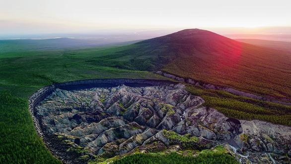 Cổng địa ngục ở Siberia ngày càng mở rộng đáng báo động - Ảnh 1.