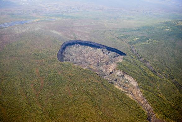 Cổng địa ngục ở Siberia ngày càng mở rộng đáng báo động - Ảnh 2.